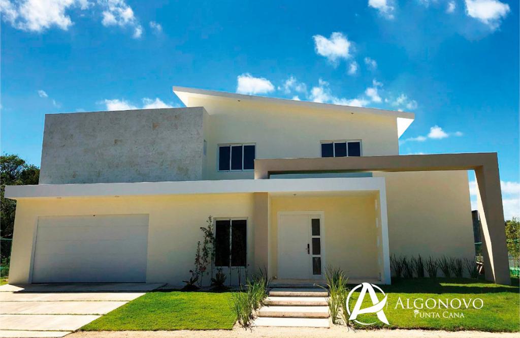 Villa de 4 habitaciones lista para entrega en Punta Cana Village
